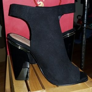 Zara Suede mid Ankle Boot
